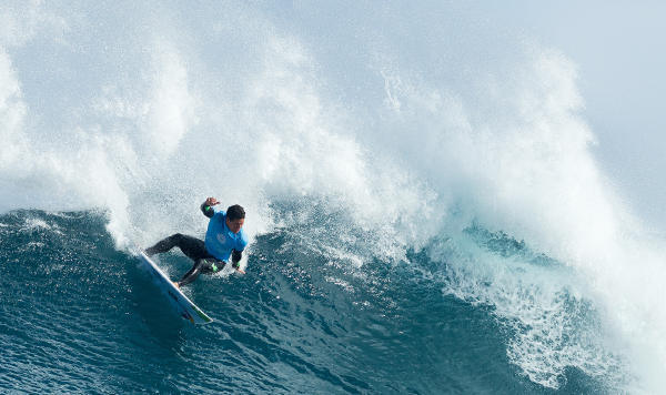 Adriano De Souza charging on the Rook 15.  Photo: WSL